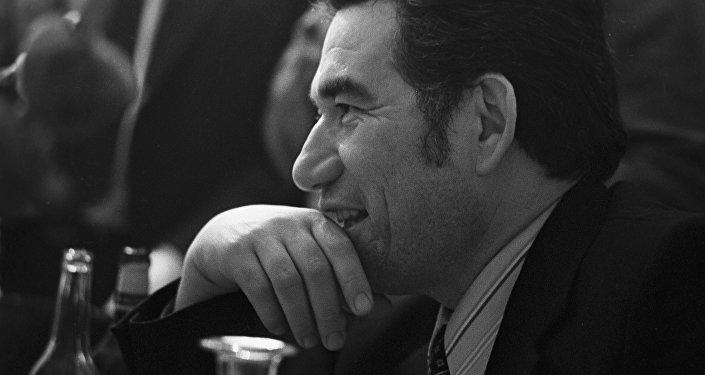 Архивное фото писателя, героя Кыргызской Республики Чингиза Айтматова