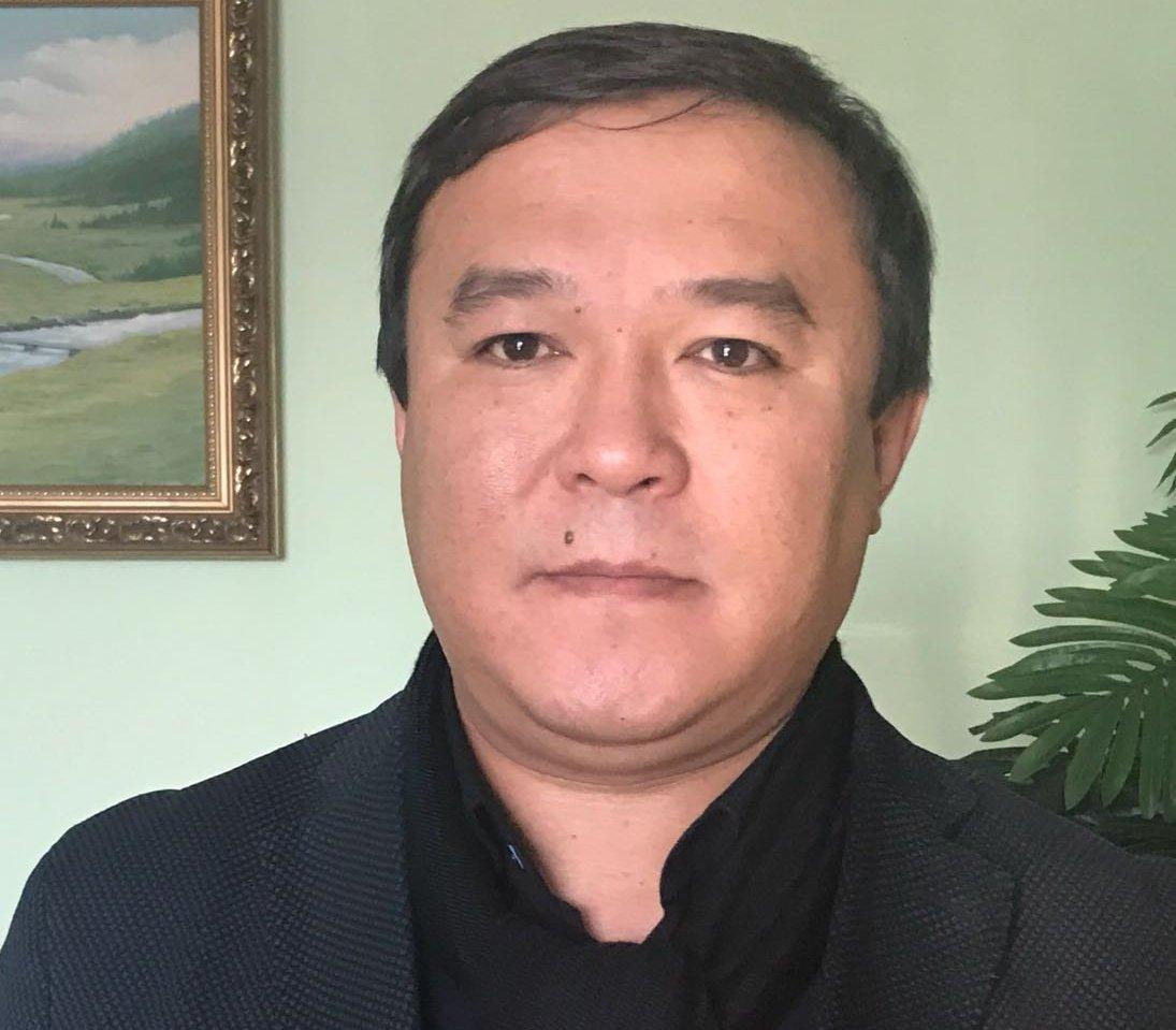 Архивное фото генерального директора рынка Дордой Жумабека Салымбекова