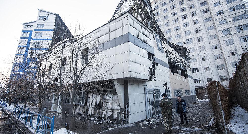 Последствия пожара в здании церкви и в частной школе в Бишкеке