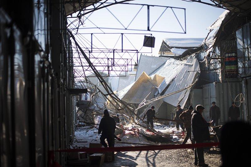 Во вторник, 29 ноября, рухнула крыша на центральном проходе рынка Алканов (часть ТРК Дордой). Площадь обрушившейся кровли составила 450 квадратных метров. Пострадали пять человек. Все пострадавшие были доставлены в БНИЦТО
