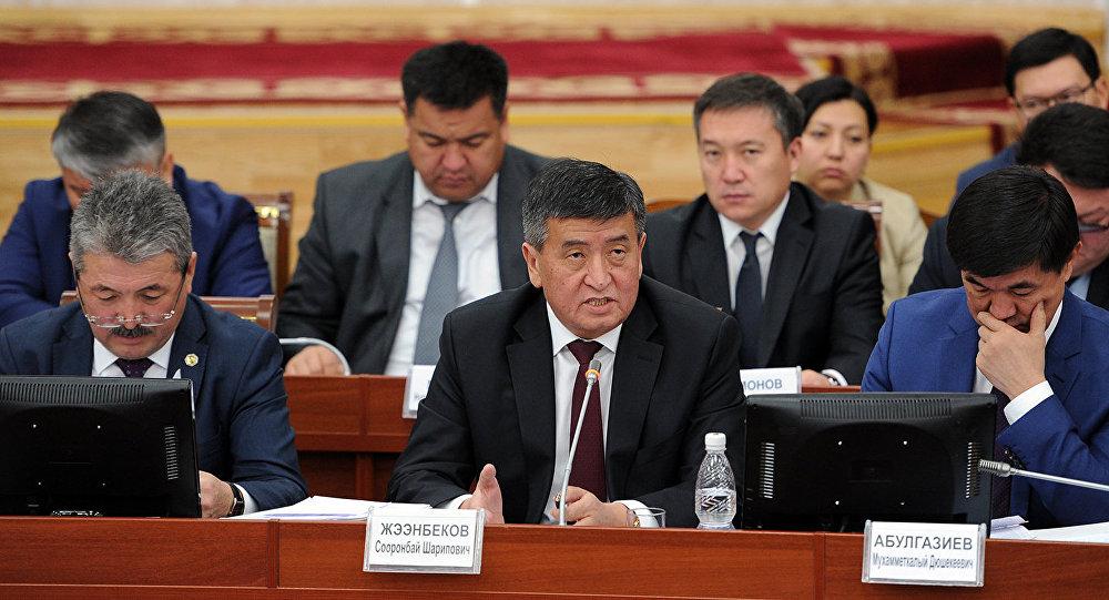 Премьер-министр Сооронбай Жээнбеков Жогорку Кеңештин отурумунда