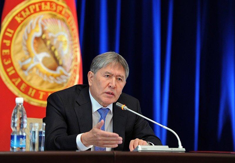 Президент Кыргызской Республики Алмазбек Атамбаев на пресс-конференции в Государственной резиденции Ала-Арча, посвященную итогам 2012 года