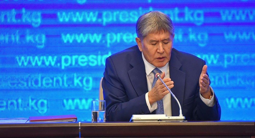 Президент Алмазбек Атамбаевдин архивдик сүрөтү