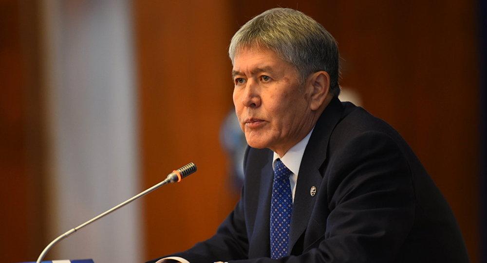 Кыргызстандын президенти Алмазбек Атамбаев маалымат жыйында