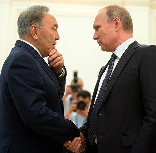 Глава России Владимир Путин и первый президент Казахстана Нурсултан Назарбаев. Архивное фото