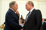 Казакстандын биринчи президенти Нурсултан Назарбаев жана Россиянын өлкө башчысы Владимир Путин . Архивдик сүрөт