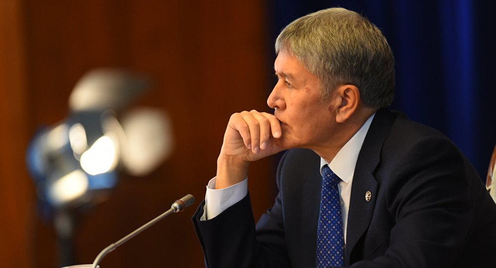 Президент Алмазбек Атамбаев маалымат жыйын учурунда