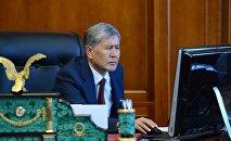 Архивное фото экс-президента КР Алмазбека Атамбаева