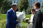 Президент Кыргызской Республики Алмазбек Атамбаев в день свадьбы дочери Алии Шагиевой. Архивное фото