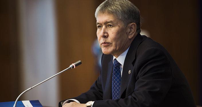 Президент Алмазбек Атамбаевдин архдивик сүротү