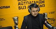 Журналист редакции Sputnik Исмаил Мамытов в современном редакционном центре Sputnik Кыргызстан. Архивное фото