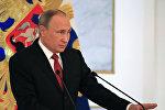 Президент РФ Владимир Путин выступает с ежегодным посланием Федеральному Собранию в Георгиевском зале Кремля.