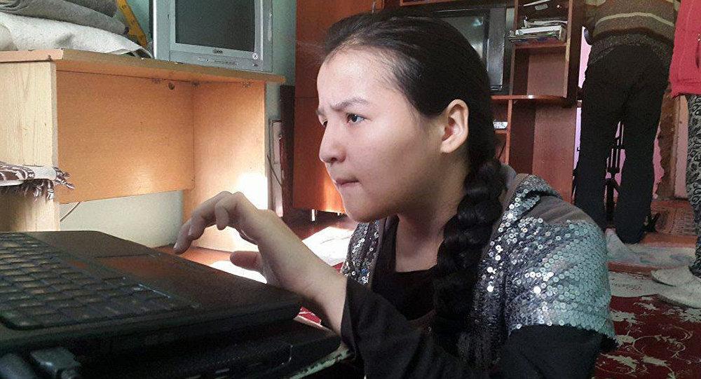17 жашар Элиза Орозбаеванын архивдик сүрөтү