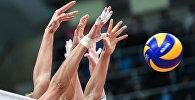 Волейбол ойноп жаткан спортчулардын архивдик сүрөтү