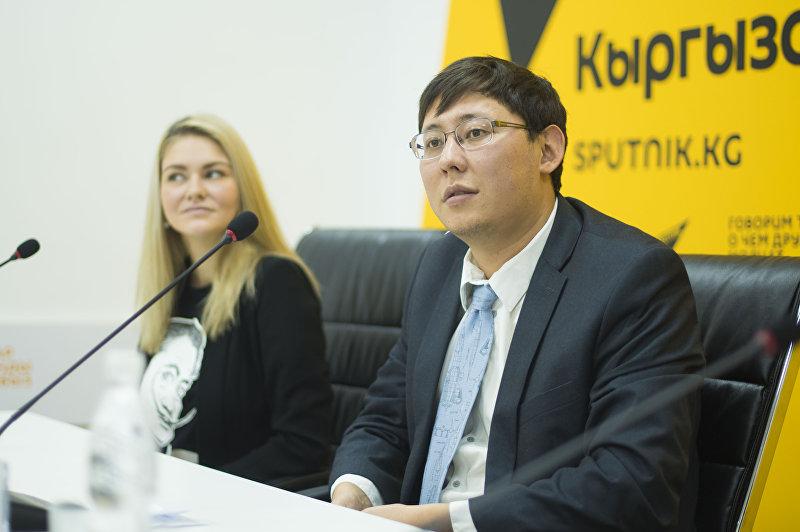 Основатель общественного фонда KG Labs Азиз Солтобаев на пресс-конференции в мультимедийном центре Sputnik Кыргызстан