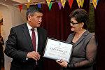 Премьер-министр Сооронбай Жээнбеков Майыптардын эл аралык күнүнө байланыштуу Бишкектеги мүмкүнчүлүгү чектелгендерди реабилитациялоо борборуна барды