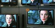 Продажа плазменных телевизоров в одном из магазинов. Архивное фото