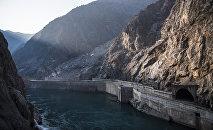 Плотина Токтогульской ГЭС на реке Нарын. Архивное фото