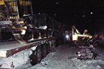 Сотрудники специальных служб на месте аварии на 926-м километре автодороги Тюмень — Ханты-Мансийск, где столкнулись автобус, ехавший из Ханты-Мансийска, два легковых автомобиля и грузовик