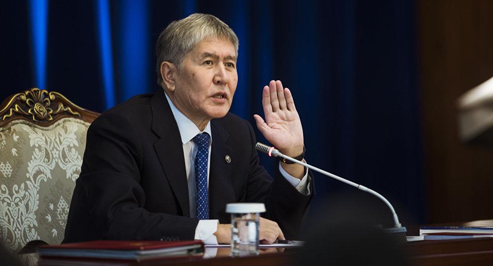 Атамбаев: русские военные должны покинуть базу вКыргызстане