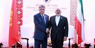 Министр иностранных дел Кыргызстана Эрлан Абдылдаев встретился с иранским коллегой Мохаммадом Зафиром на полях шестой министерской конференции стран — участниц стамбульского процесса Сердце Азии, которая прошла в Индии.