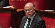 Архивное фото главы МВД Франции Бернара Казнева