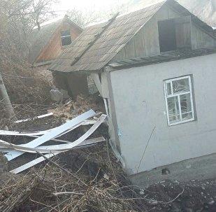 Оползень в дачном участке Кара-Коо в Аламудунского района