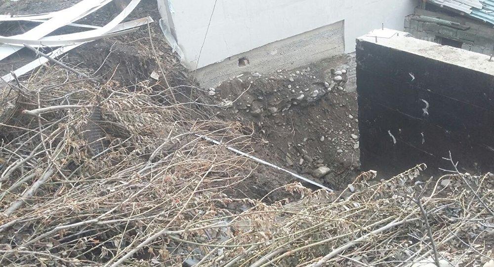 Наюге республики сошел оползень инакрыл два дома. Жертв нет— МЧС