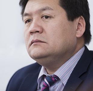 Кыргызстандын акыйкатчысы Кубат Оторбаевдин архивдик сүрөтү