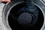 Өмүр менен өлүм: селсаяктар люкка түшкөн адамды кантип сактап калганын айтып беришти