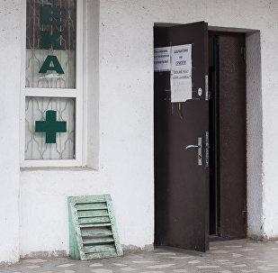 Объявление о карантине в одном из медицинских учреждений Бишкека. Архивное фото