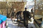 Баткен районуна караштуу Кара-Булак айылынын колунда жок үй-бүлөлөрүнө жардам берүү