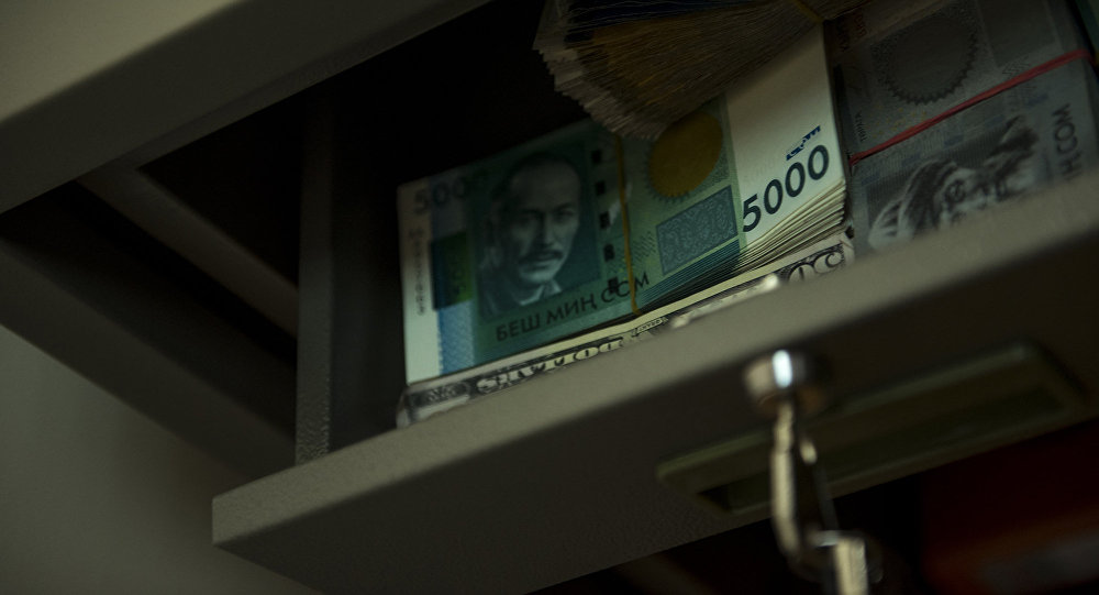 Архивное фото денег в сейфе