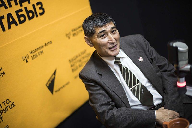 Отставной офицер, бывший снайпер Алишер Абдесов во время интервью на радио Sputnik Кыргызстан