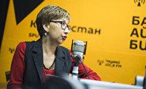 Белгилүү теле жана радио алып баруучу Салтанат Саматова маек учурунда