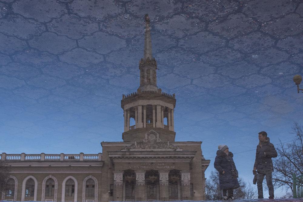 Кыргызстандын эл аралык университетинин суудагы көрүнүшү
