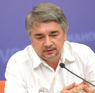 Архивное фото политолога Ростислава Ищенко