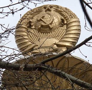 Символ СССР Серп и Молот. Архивное фото