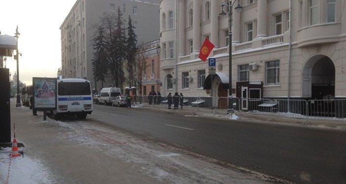 Москвадагы Кыргызстандын элчилиги ОМОНду чакырбаганын элчиликтин маалымат кызматы билдирди