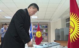 Сооронбай Жээнбеков референдум жана жергиликтүү шайлоого катышты
