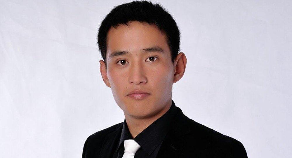 Түштүк Кореяда иштеп жүргөн Медербек Жолдошевдин архивдик сүрөт