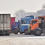Караван грузовых машин с гуманитарным грузом был отправлен в полдень.