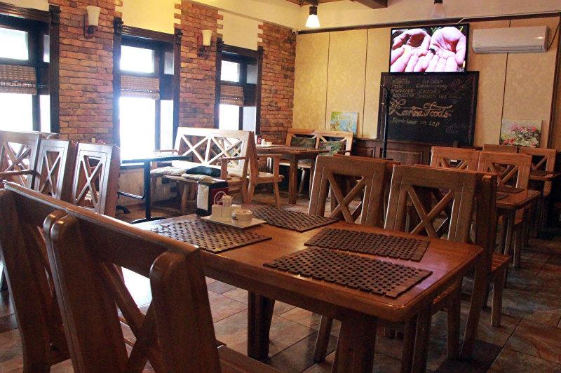 Пустой бар в Караколе