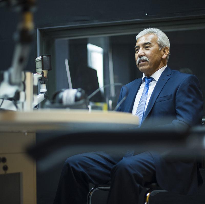 Детский хирург, профессор Талант Омурбеков во время интервью на радио Sputnik Кыргызстан