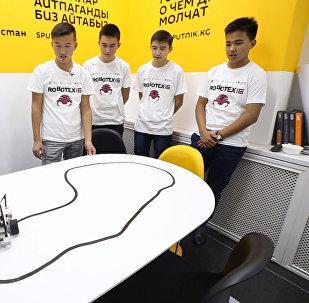 Кыргызстандык Теңирбек, Флешбек роботтору эл аралык сынакка катышты