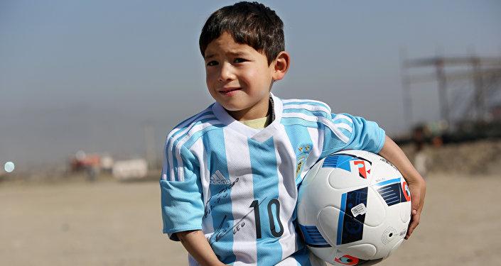 Юный фанат Месси из Афганистана Муртаза