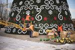Ала-Тоо аянтына орнотулган жаңы жылдык балаты