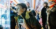 Мальчик в музее. Архивное фото