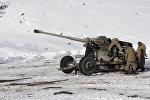 Принудительный спуска снежных лавин на автодороге Бишкек-Ош. Архивное фото