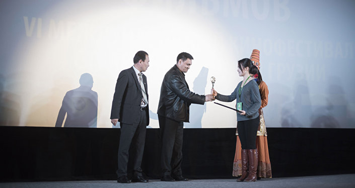 В бишкекском кинотеатре Манас состоялась церемония награждения победителей VI Международного кинофестиваля стран СНГ, Грузии и Балтии Кыргызстан — страна короткометражных фильмов